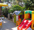 thumbs  - children's games in the garden - Hotel Giunchi B&B Pinarella di Cervia (12/29)