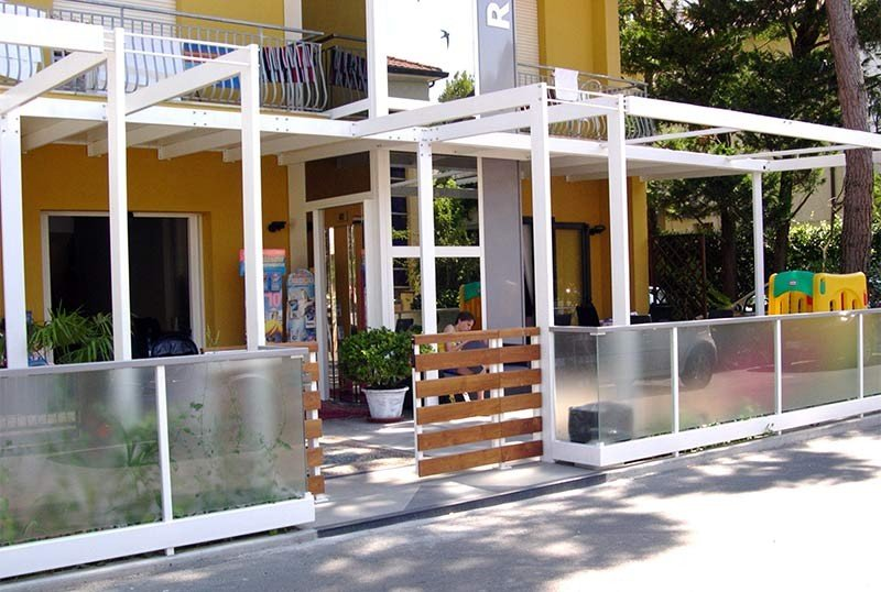 Main entrance with large and comfortable panoramic lift - Hotel Raffaella B&B Cervia (1/37)