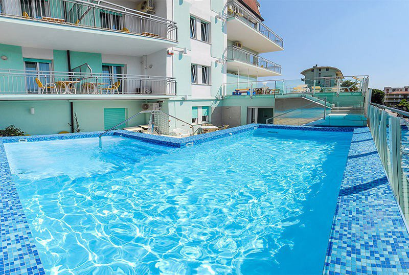 The swimming pool: 1,20mt height of about 4.5m x 6m - Hotel Bahamas Lido di Savio (2/28)
