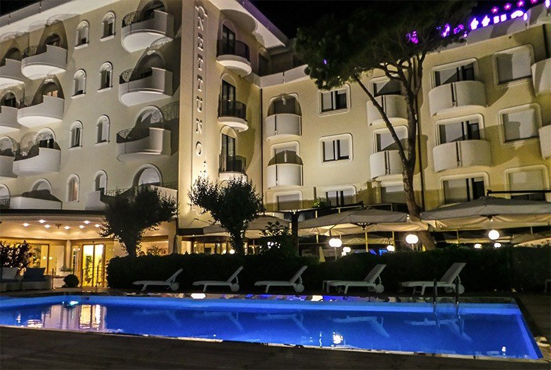 Location on the Cervia seafront and facing the sea - Hotel Nettuno Cervia (1/76)