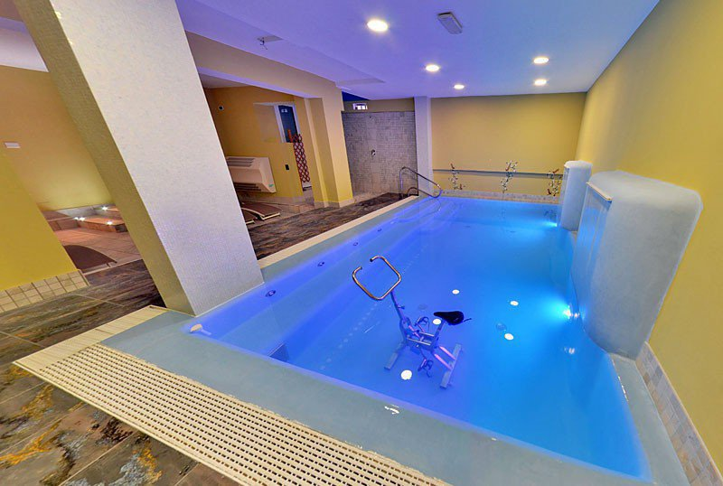 Large indoor heated pool suitable for children and adults - Hotel Aurora Misano Adriatico (2/21)