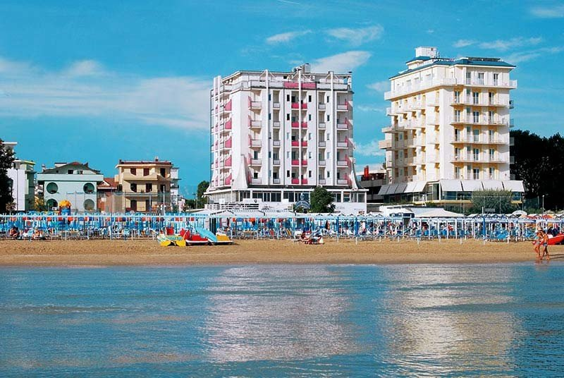 Blick vom Meer - Hotel Kent Riccione (2/27)