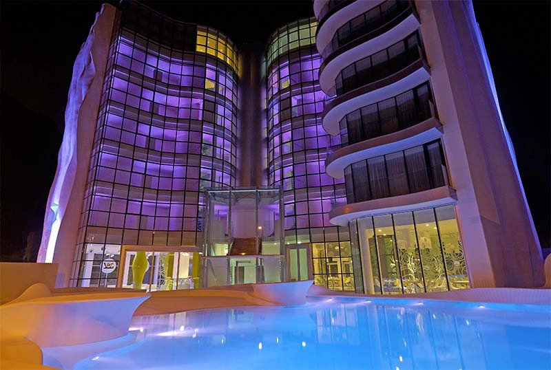 i-SUITE Hotel pool side view - i-Suite Hotel Rimini Mare (2/22)