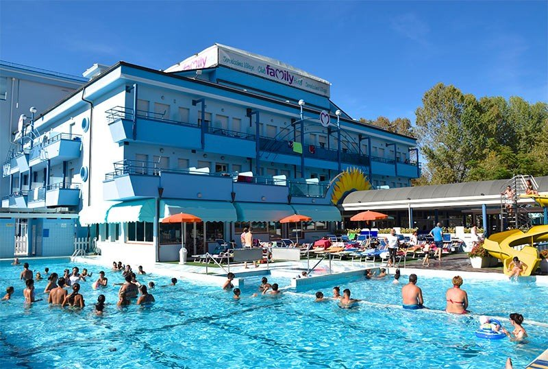 Hotel with heated pool and waterslide - Club Family Hotel Serenissima Villamarina di Cesenatico (2/32)