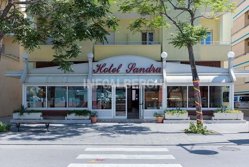 If you come from Viale Giulio Cesare, you see us like this. - Hotel Sandra B&B Gatteo Mare (2/50)