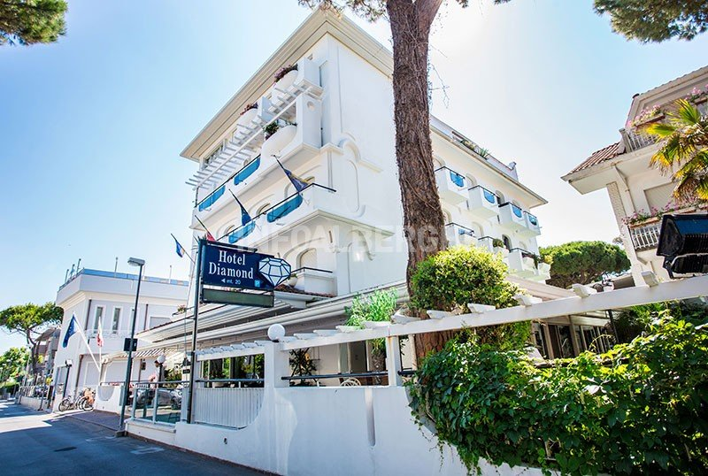 Hotel diamond riccione via bandiera 1 for F lli bagnolini rimini