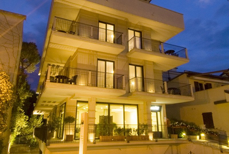 - Residence Ascot Cattolica (1/57)