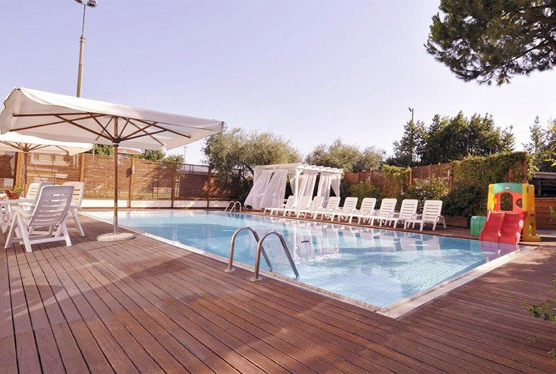 outdoor pool 14x7 m, height 1 m low part 1.40 m high - Hotel Bellariva Family Bellariva di Rimini (2/50)