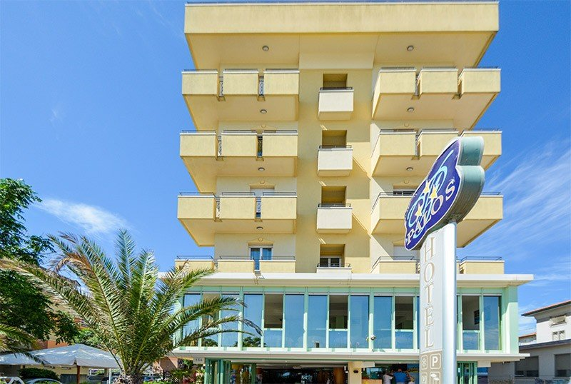 The hotel seen from the seafront - Hotel Palos Viserbella di Rimini (2/46)