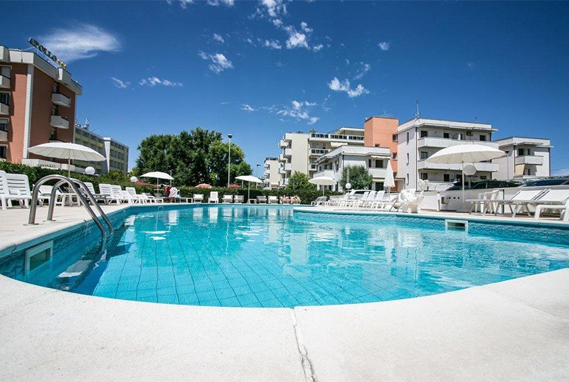 large and sunny pool - Park Hotel Serena Viserbella di Rimini (2/67)