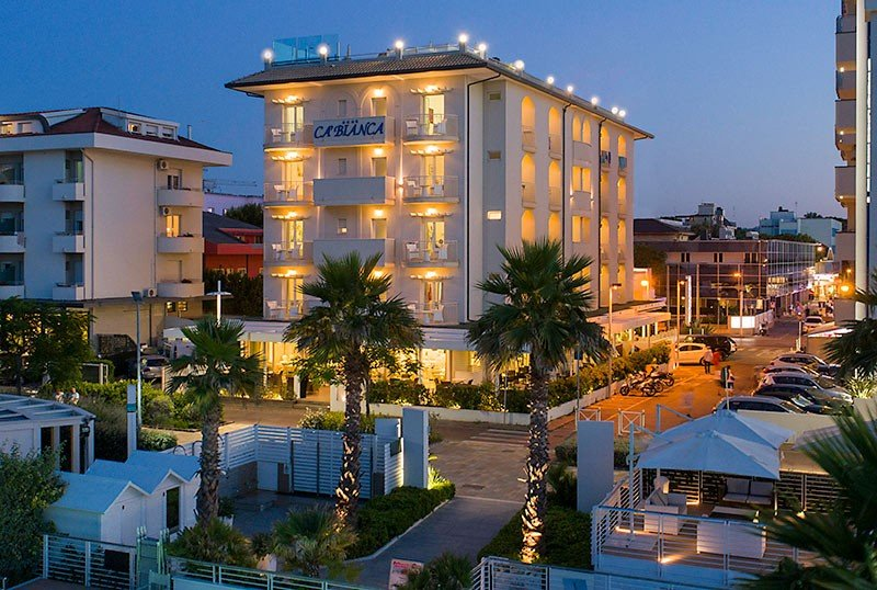 Directly on the Riccione seafront - Hotel Cà Bianca Riccione (1/39)