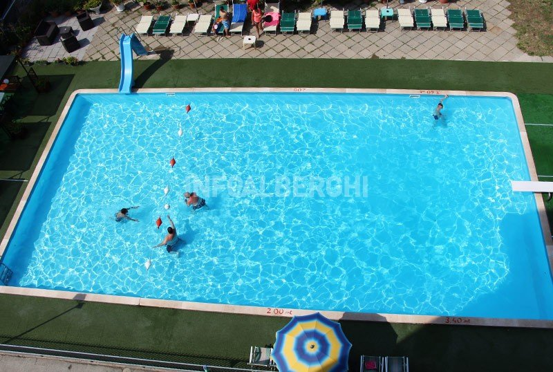 Swimming pool 10x20m of 200sqm, depth from 1 to 3m - Hotel Lem Rimini Mare (2/35)