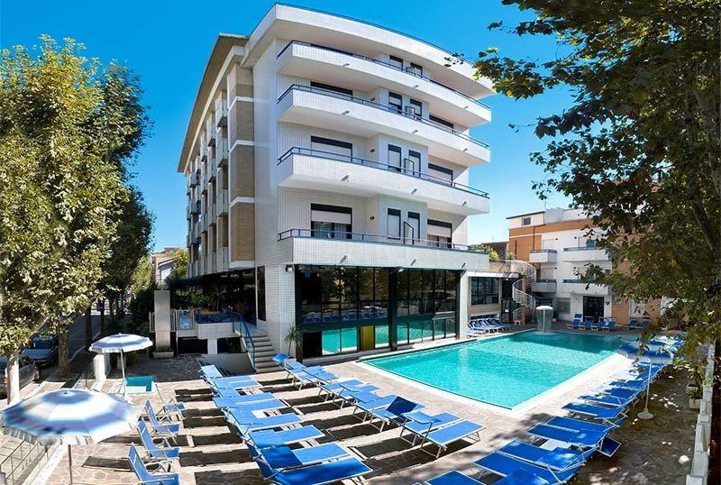 front hotel with pool - Hotel Queen Mary Cattolica (2/52)