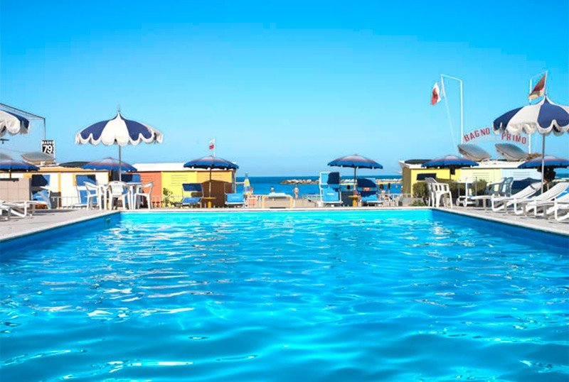 Sunny swimming pool on the sea - Hotel Italia Igea Marina (2/27)