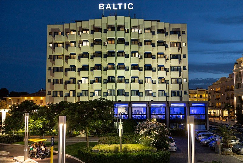 The hotel seen from the waterfront - Hotel Baltic Riccione (1/60)