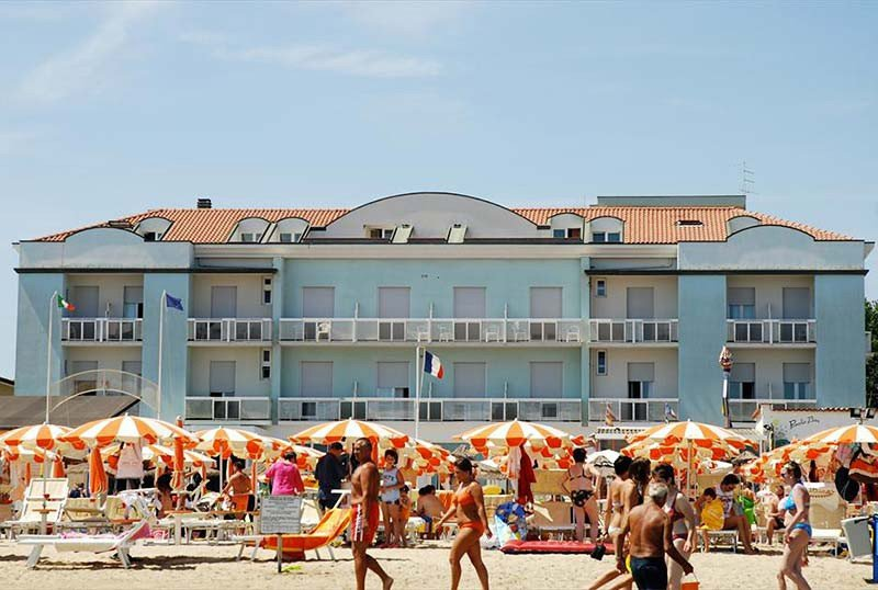 Our beach front hotel: view from the beach - Hotel Alba d'Oro Igea Marina (2/30)