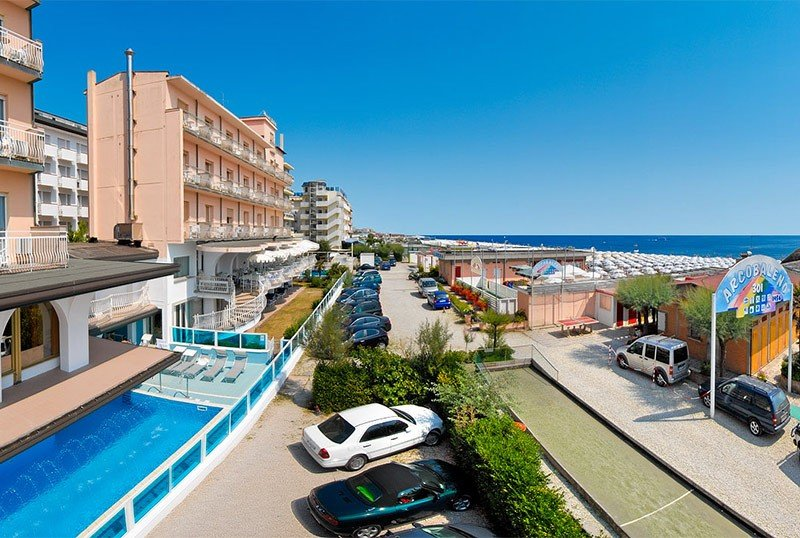 Directly on the beach with 150 m² heated pool - Hotel Dea Milano Marittima (1/45)
