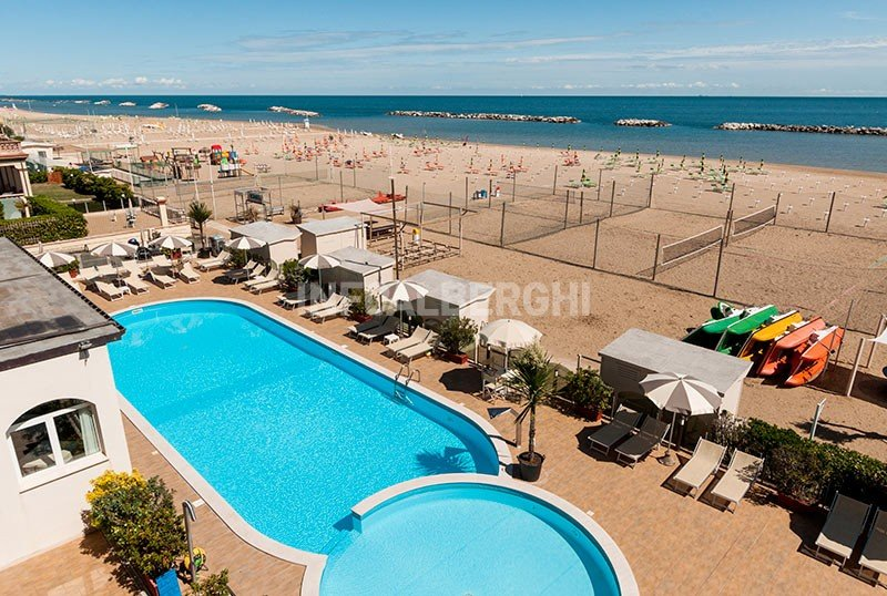 swimming pool for adults and children on the beach - Hotel Diana Viserbella di Rimini (2/77)