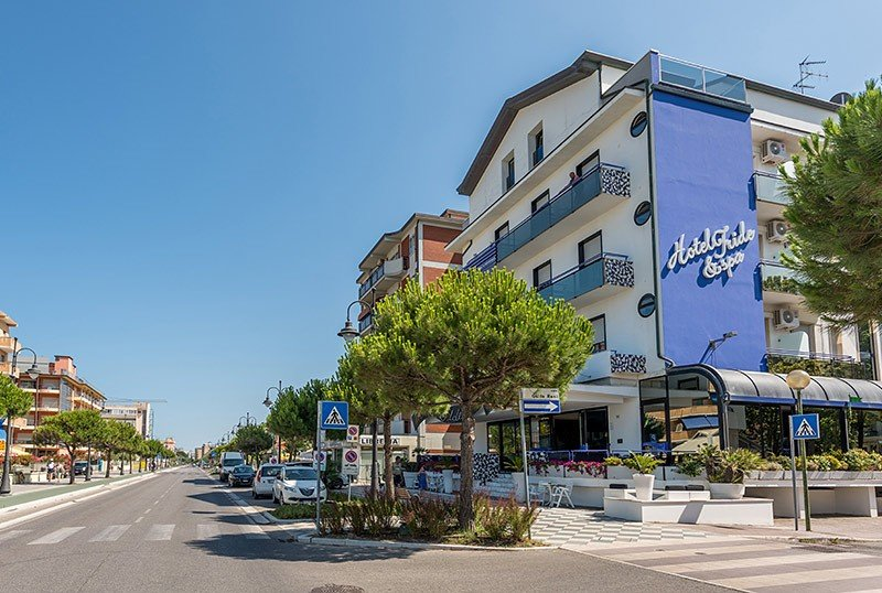 Outside on the seafront - Hotel Iride Valverde di Cesenatico (2/38)