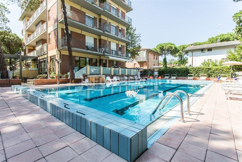 SWIMMING POOL 112 MQ, HEIGHT MT. 1.50 - Hotel Ascot Cervia (1/37)