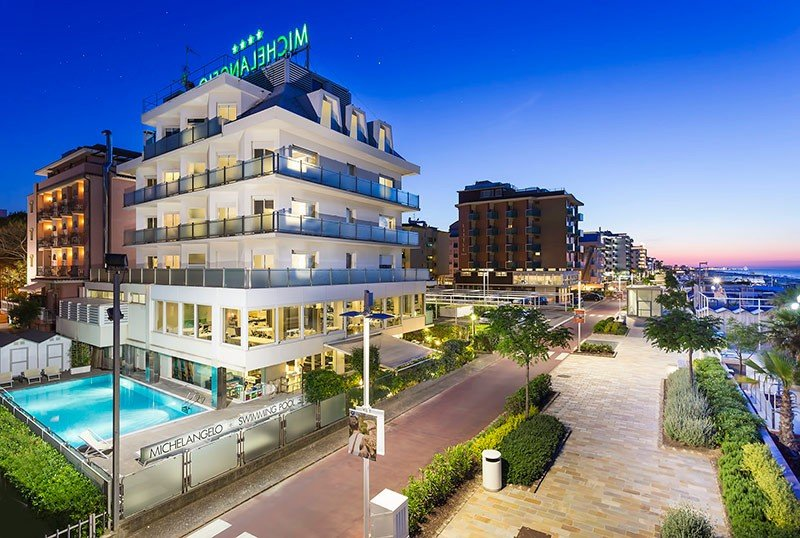 Outside with garden and pool - Hotel Michelangelo Riccione (2/54)